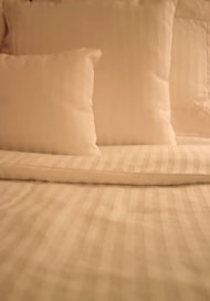 threadcount of white sheets on bed